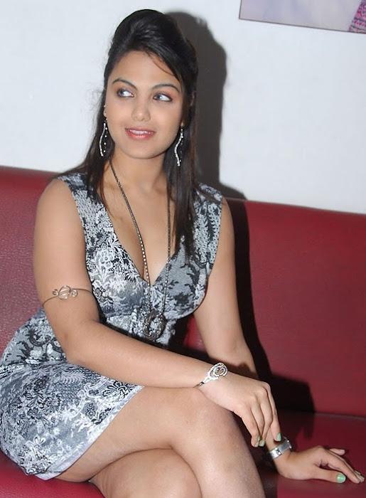 priyanka tiwari actress pics