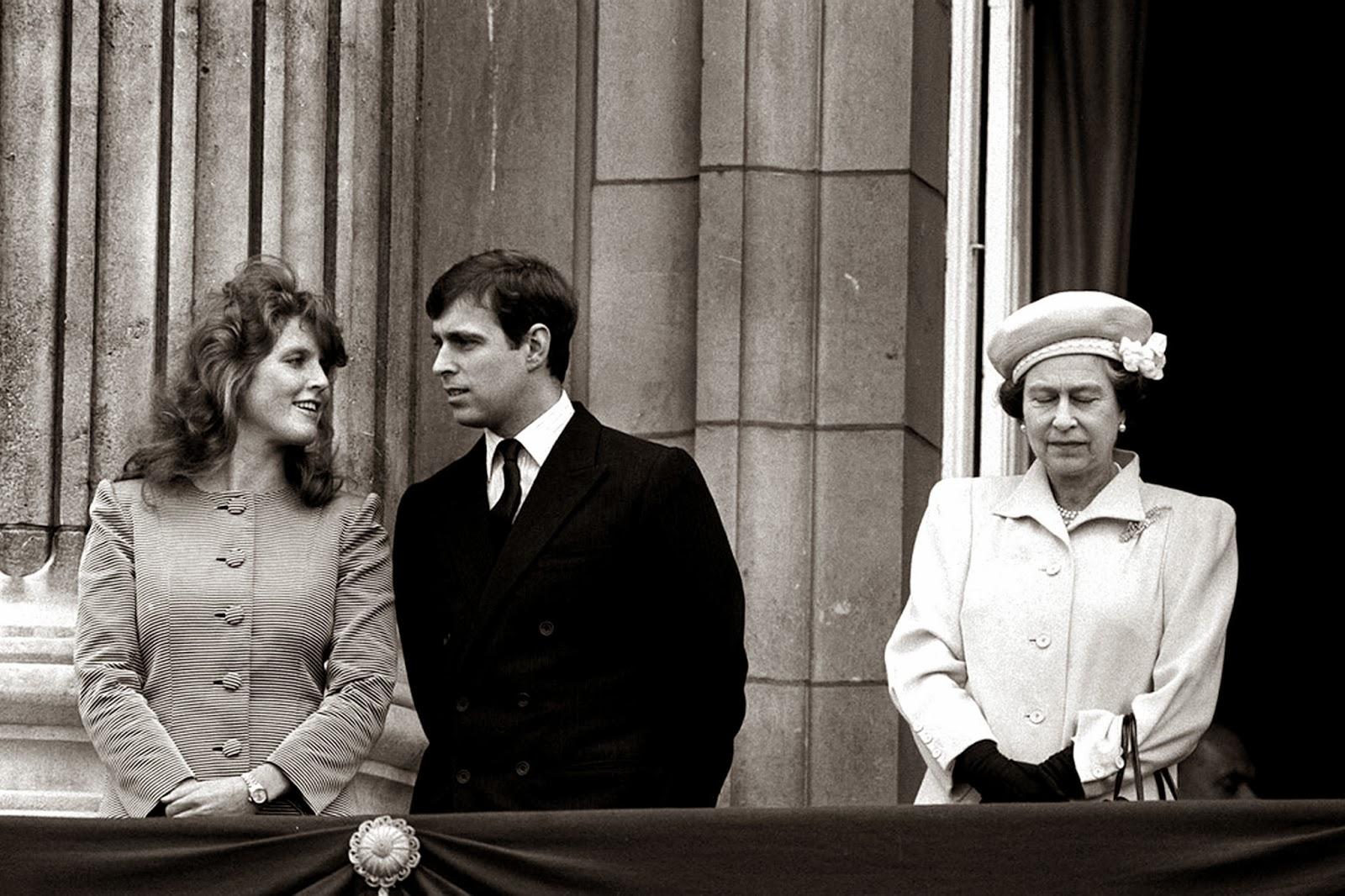 Royalty pomp 11 02 13 for Queen elizabeth balcony