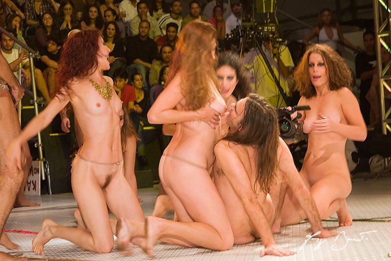 Сисяндры - голые большие, огромные сисяндры девушек и ...
