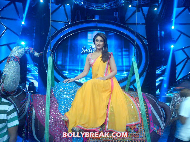 Kareena Kapoor in Orange Saree at Indian Idol 6