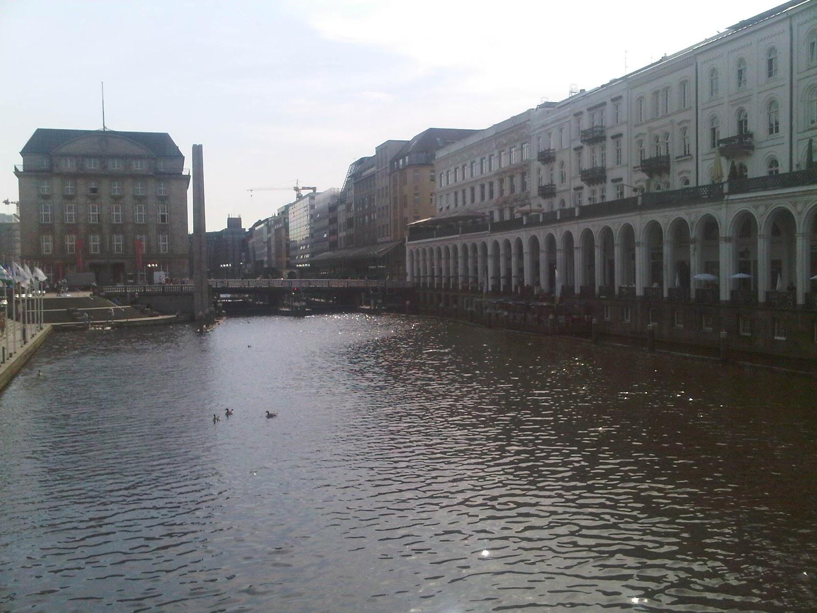 Alster vor dem Rathausplatz, Arkaden, Wasser