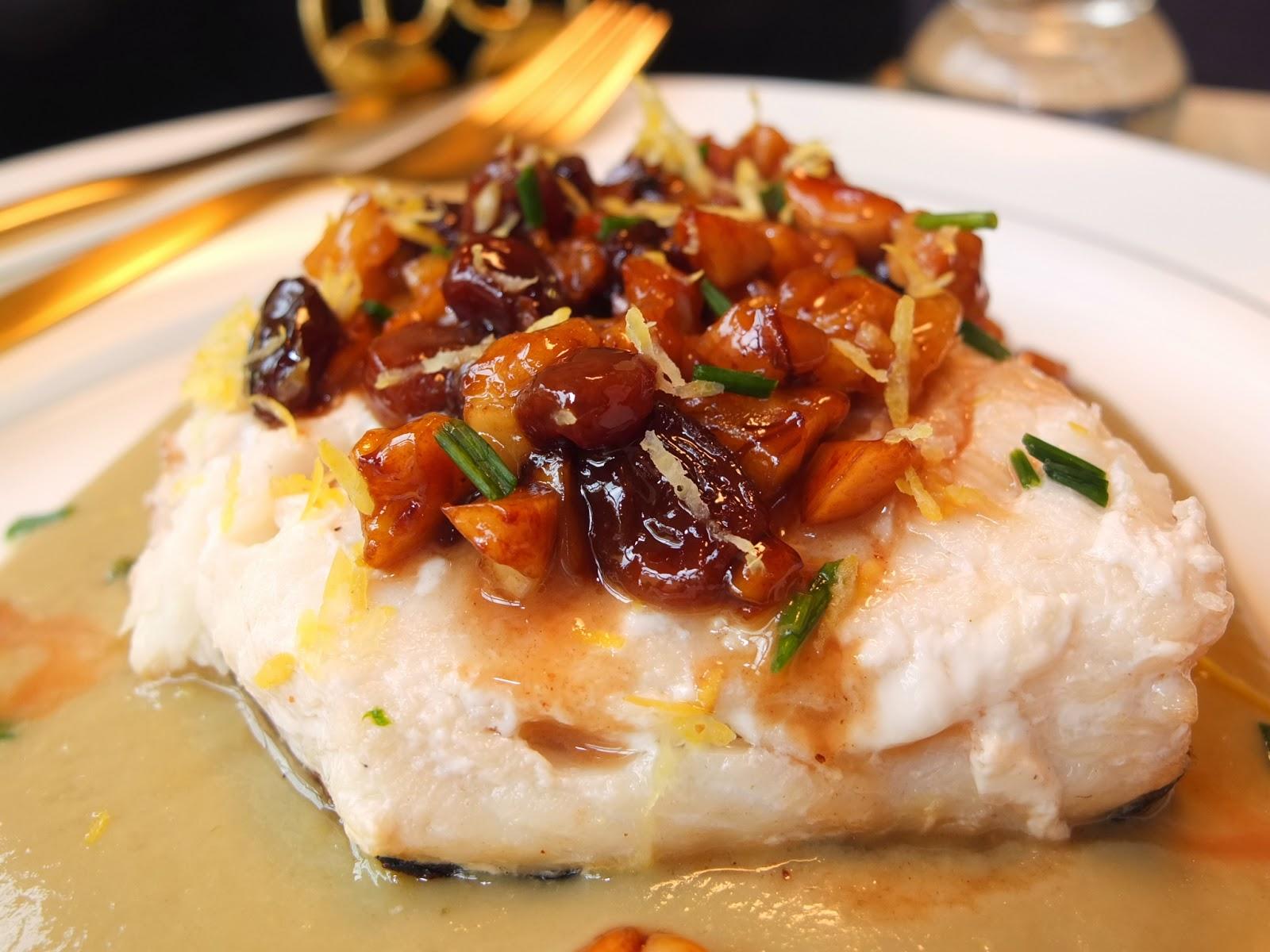 cocinando con lola garc a merluza con pasas y frutos secos