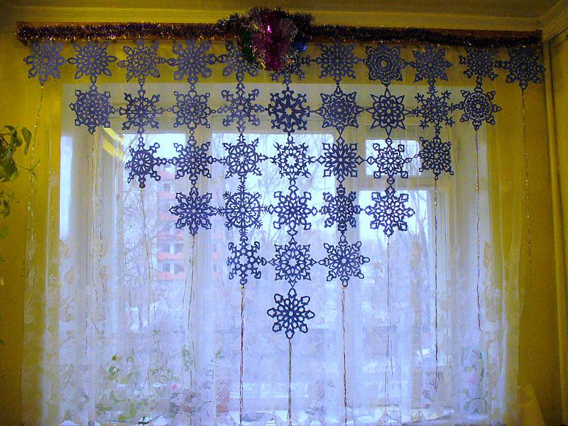 Снежинки своими руками на окна видео 196