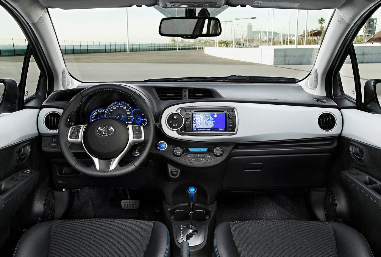 2013 Toyota YarisHybrid  automotive review and trend