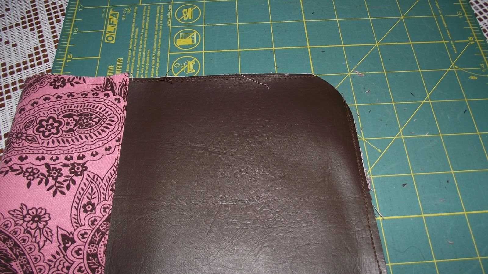 Book Cover With Zipper Pattern ~ Fabulous home sewn zippered book cover tutorial
