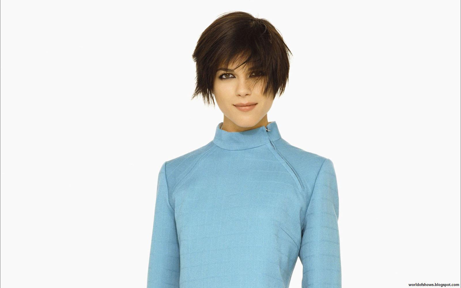 http://3.bp.blogspot.com/-Ej1IXOxCbQM/UAkt3bGVvKI/AAAAAAAAG2g/G_o0pYkD1Dg/s1600/Selma_Blair_Pure_Beauty_In_Blue_Dress_Short_Hair_Sweet_Smile_Hd_Desktop_Wallpaper_worldofshows.blogspot.com.jpg