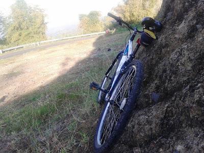Sepedaku tersandar