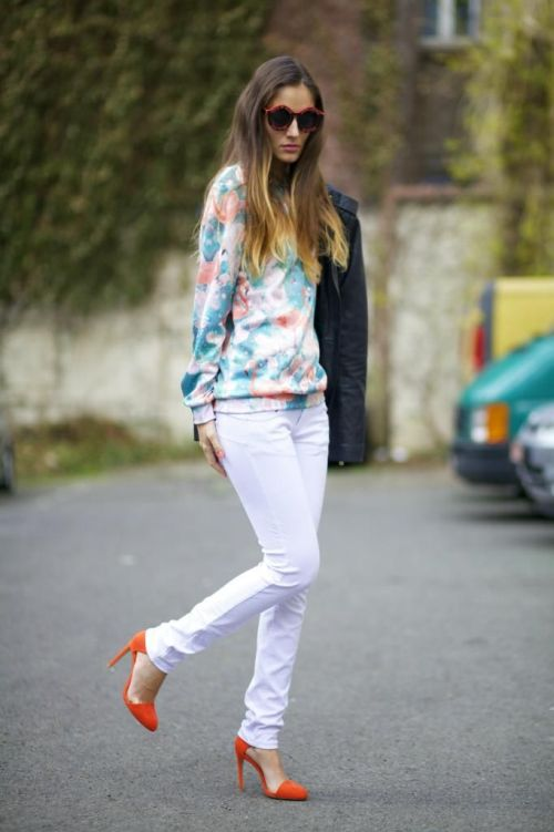 street style: spring look with flamingo print sweater and orange heels