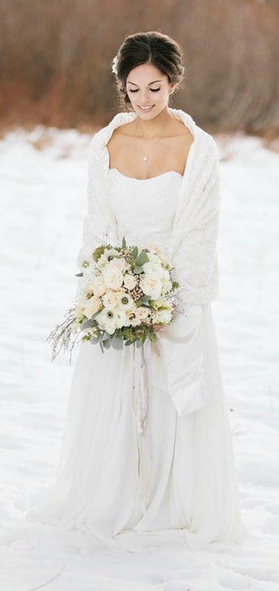 THINGS {SHE} LOVES: Columbus Wedding Planner   Christmas Themed Wedding