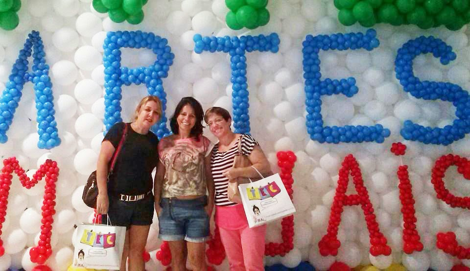 Alunas e professoras da Educação de Jovens e Adultos (EJA) na 9ª Rio Artes Manuais
