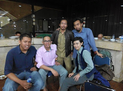 Dari Kiri: Kesep, Loly, Alung, Myu, Siti (Para Alumni Koperasi Kopma UGM)