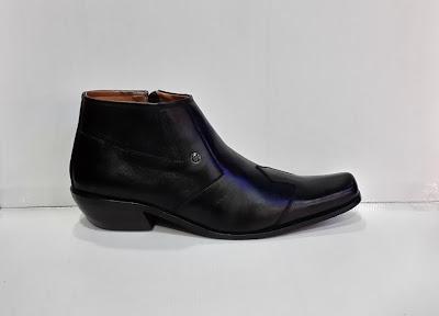Sepatu Gianni Versace High hitam