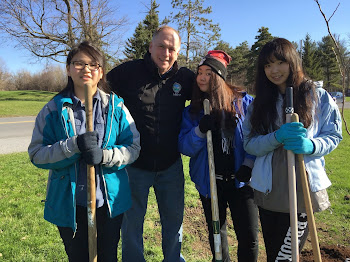 Exchange Students from China Help Plant Trees