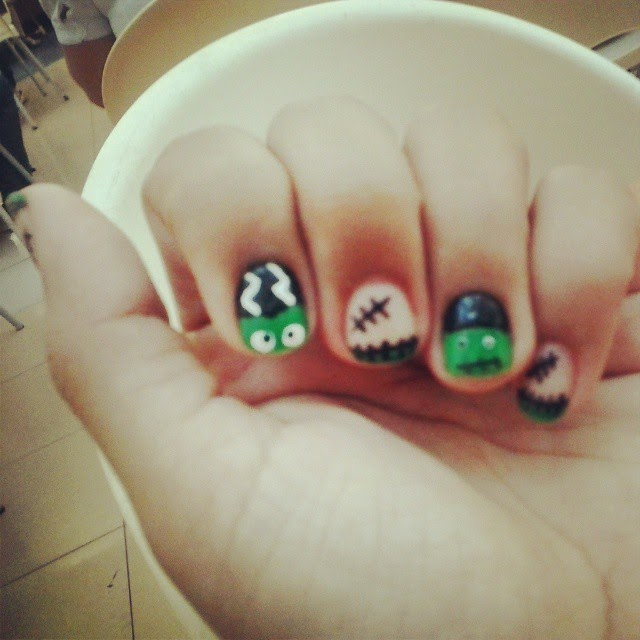 horror nail art halloween