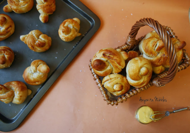 Best ever sea salted soft pretzel knots with rosemary mustard from www.anyonita-nibbles.com