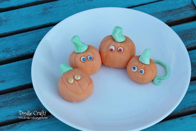 Cake Decoration Eyes : Doodlecraft: DIY Edible Googly Eyes!