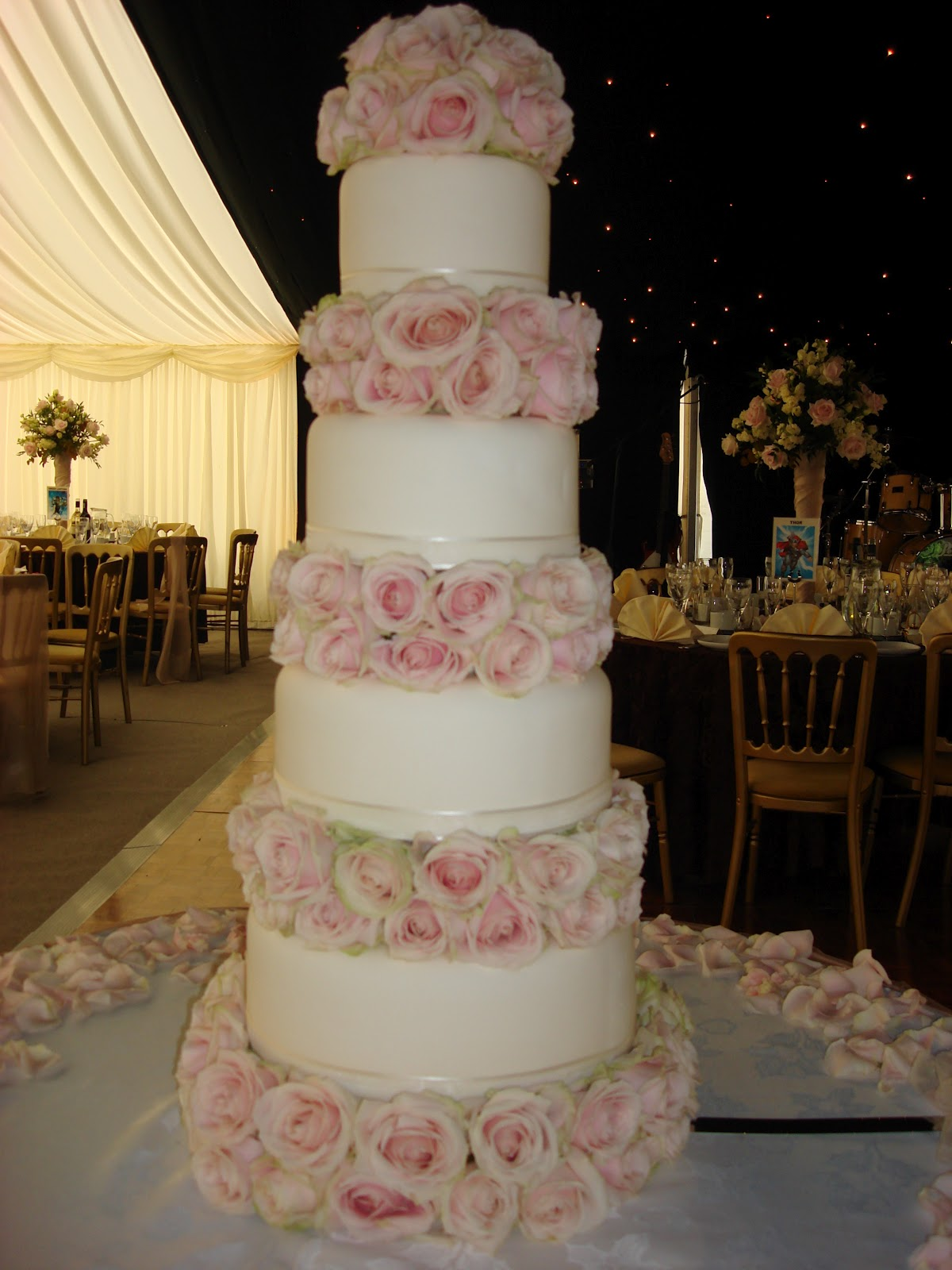 Cake Images Sonia : Blossom Hill: If you are in London and need/want cake...