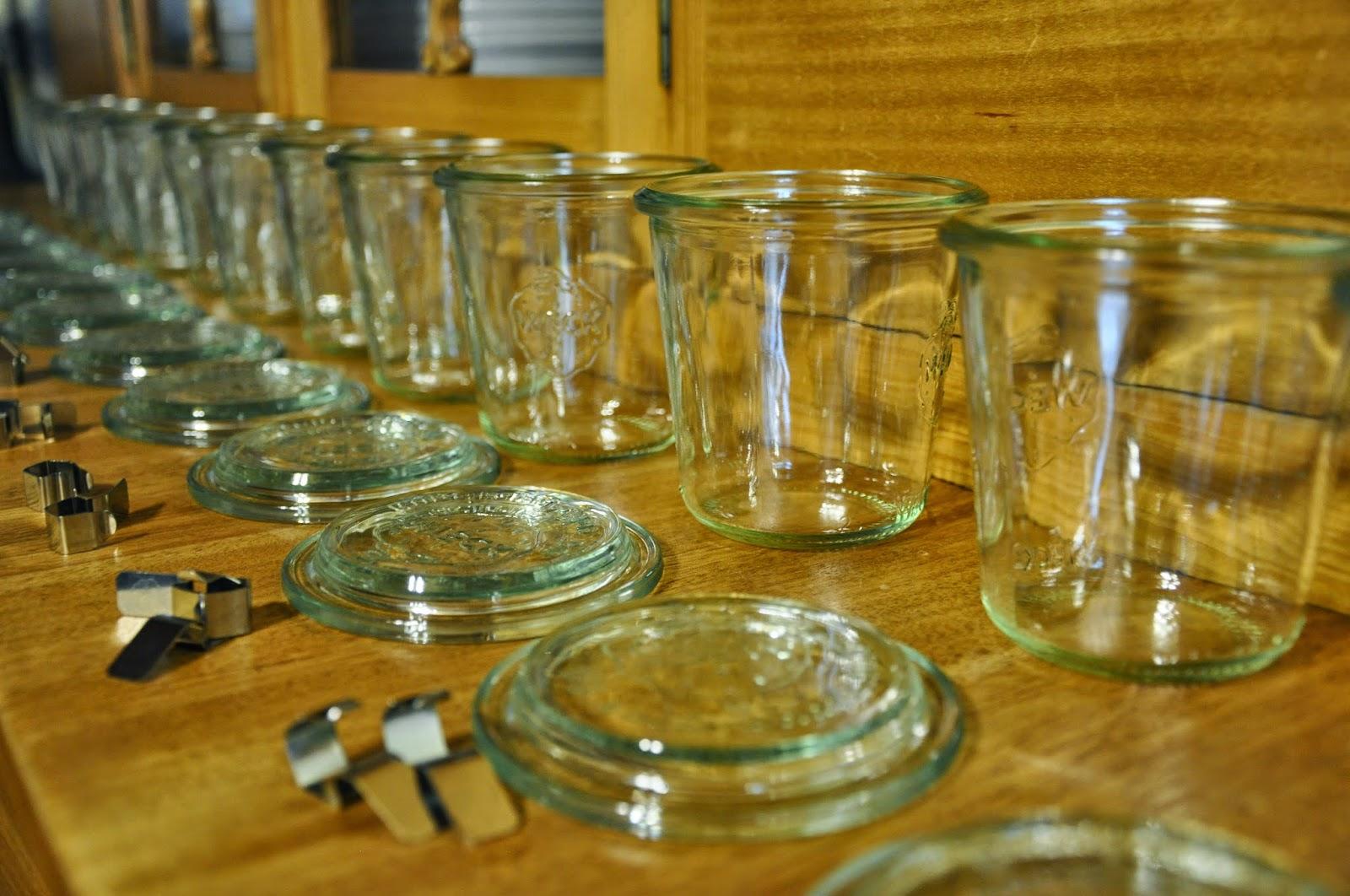 Spannenlanger Hansel, nudeldicke Dirn' - Leckere Birnenverwertung | Weck-Gläser aufgereiht und bereit für den Birnen-Schoko-Kuchen im Glas
