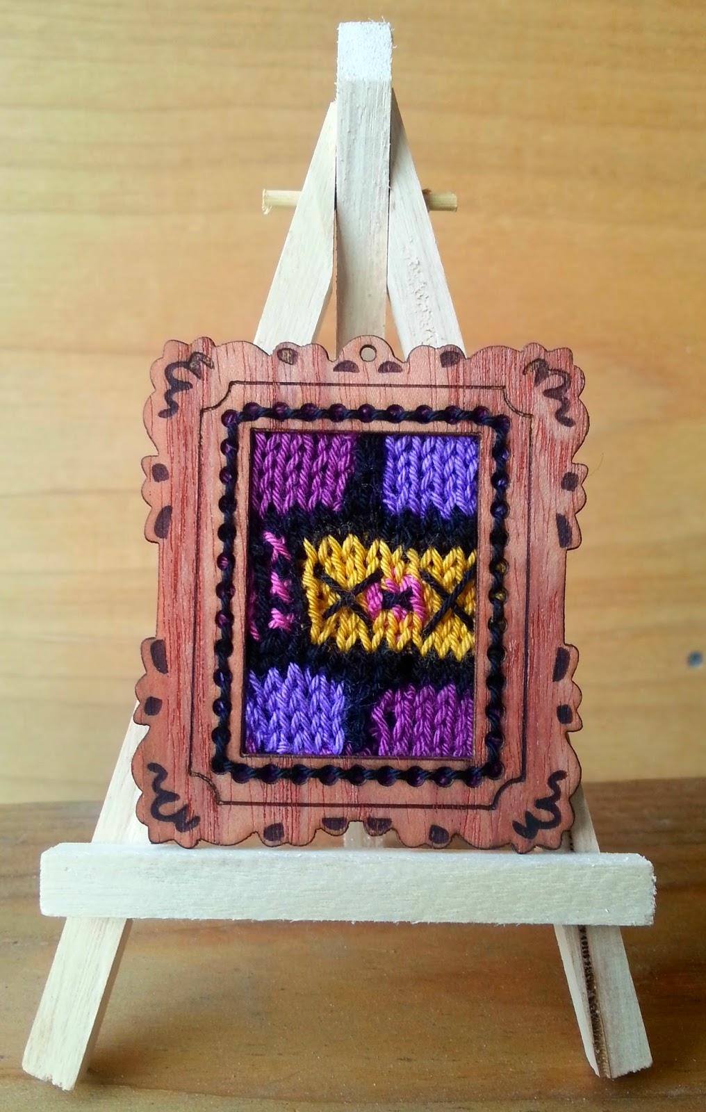 Stitch Story: Mini Masterpiece Necklace Frames!