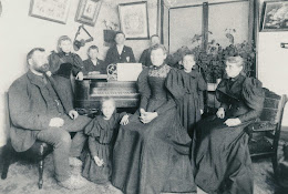 Frank Hodgson (left), Maria Hodgson (right) and family