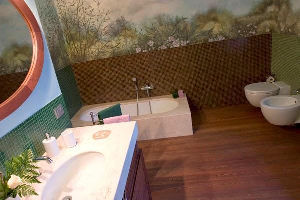 Pareti dipinte il giardino in bagno - Pareti colorate bagno ...