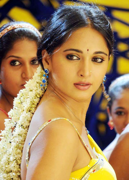 anushka in yellow saree glamour  images