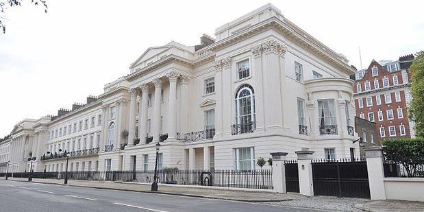 Rumah ini digadang-gadang sebagai salah satu termahal di dunia. Terletak di pusat kota London, rumah premium ini dijual ke publik dengan harga fantastis, Rp 1,5 triliun.