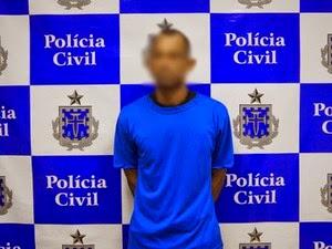 Suspeito de matar namorada estrangulada foi apresentado à imprensa nesta quinta-feira (26), em Salvador. (Foto: Divulgação/ Polícia Civil)