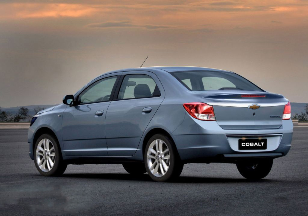 car in Chevrolet Cobalt 2013