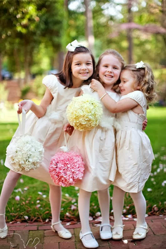 wedding ideas blog lisawola what is the exact role of flower girl in my wedding flower girl. Black Bedroom Furniture Sets. Home Design Ideas