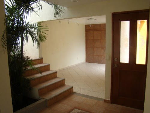 Decoraci n minimalista y contempor nea acabados en casas for Casa minimalista roja