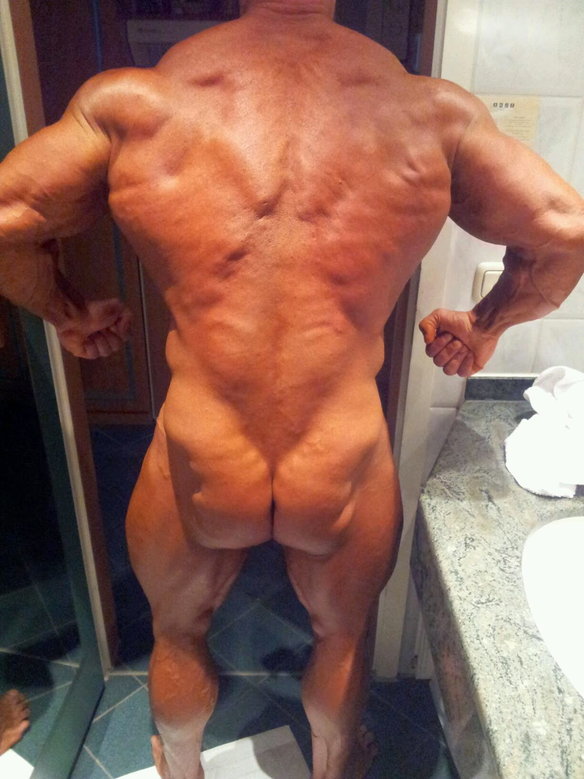 Male bodybuilder naked ass butt wir