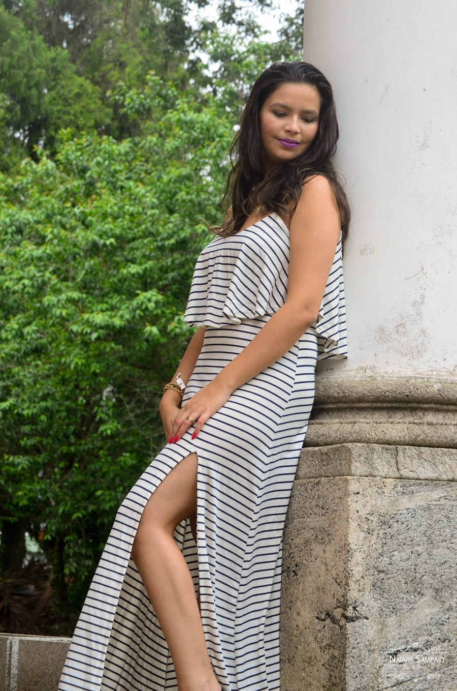 Vestido longo listras e fenda lateral