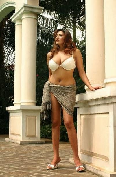 Tante Muda Hot Toket Gede Menantang