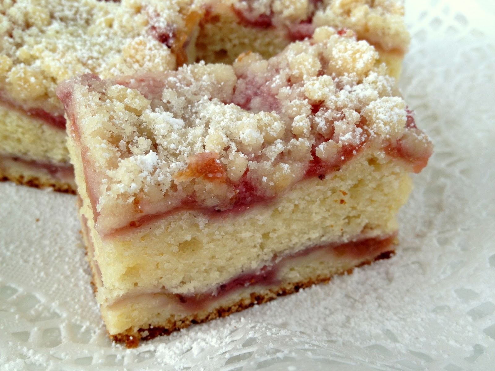 Jennuine by Rook No. 17*: The Best Strawberry-Rhubarb Crumb Cake
