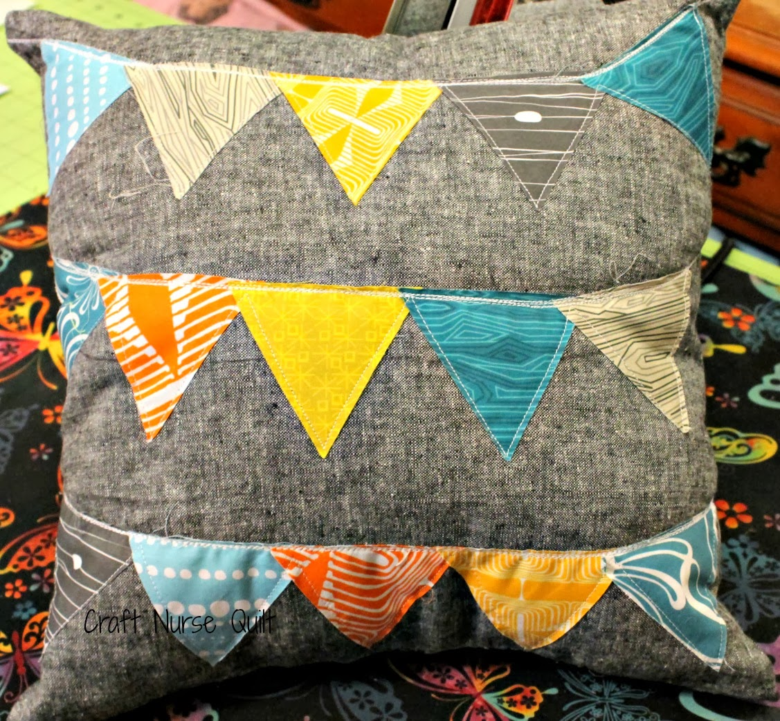 Craft Nurse Quilt: Modern Yardage and Pretty Pillows
