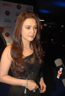 Preity zinta Hot Navel Show in Black Saree Photos