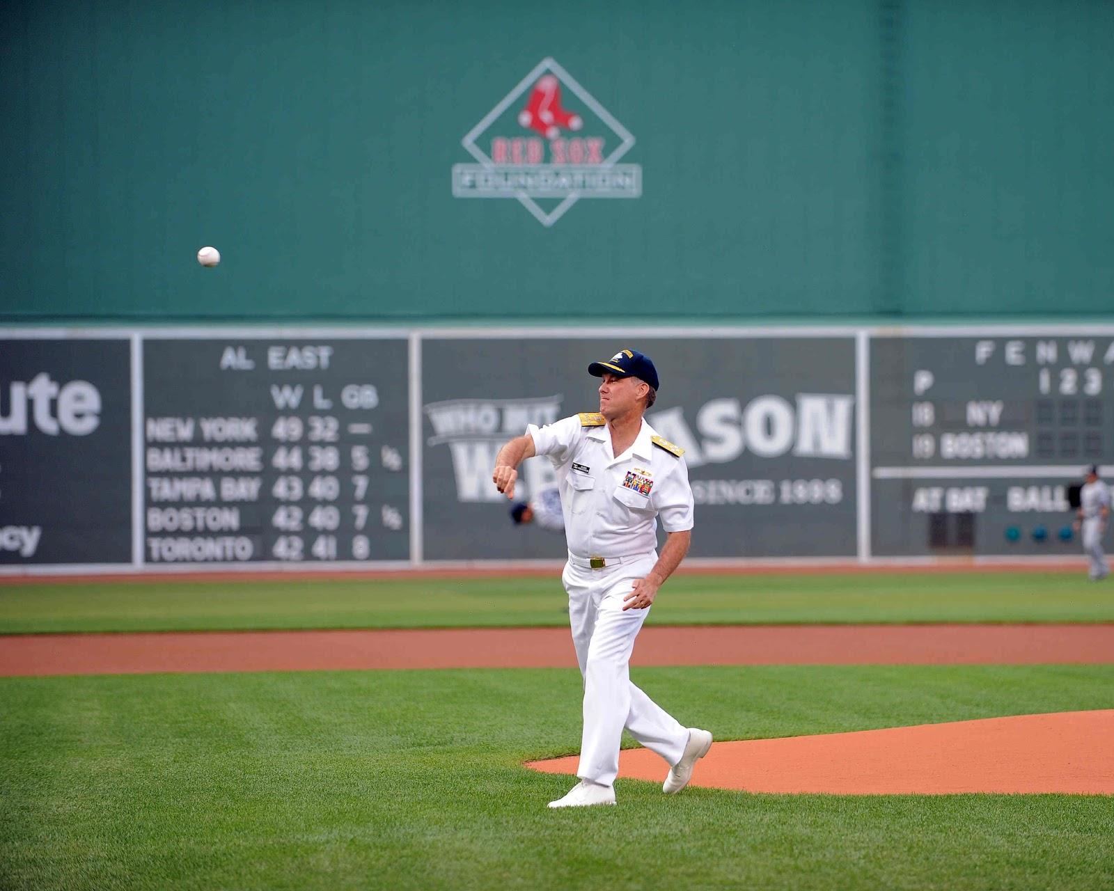 http://3.bp.blogspot.com/-EmSEZ7ziIeI/T_lzHasHVTI/AAAAAAAAGrc/wLjzWHbEjU0/s1600/BOSTON+RED+SOXU.S.+Navy+photo+courtesy+of+the+Boston+Red+Sox+by+Amanda++120706-N-ZZ999-001.jpg