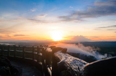berada di pegunungan yang berada di Dlingo Indahnya Sunrise dan Sunset di Kebun Buah Mangunan
