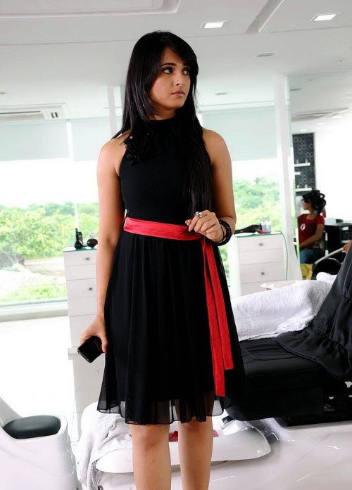 anushka in black latest photos