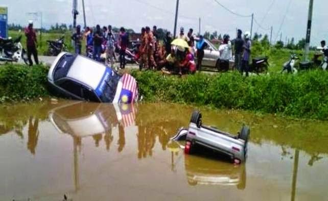 Kemalangan Dua Kereta Bertembung Terhumban Dalam Sungai