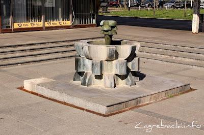 Fontana s tučkom - Ante Orlić