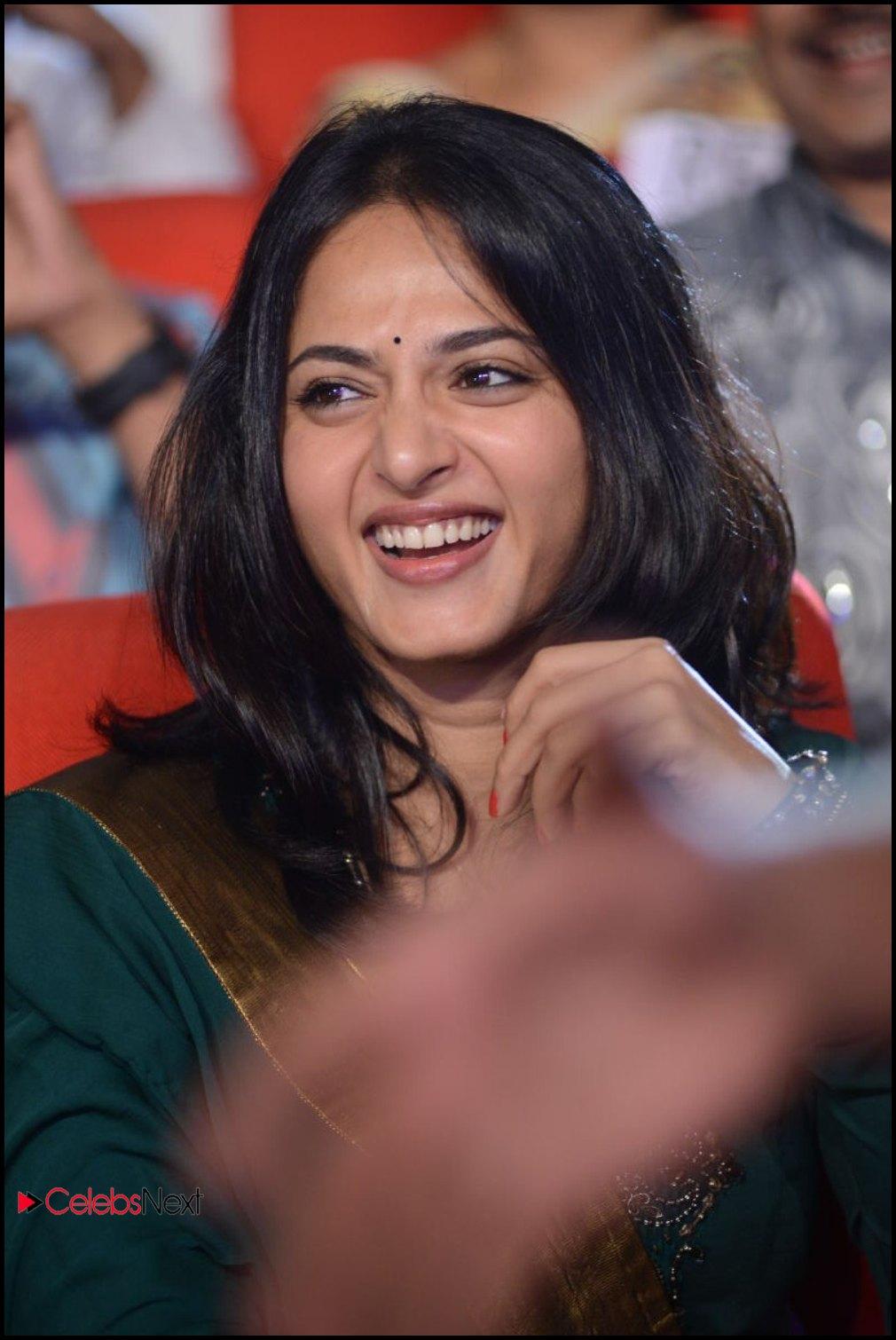 Anushka photos in salwar kameez at yamudu 2 singam 2 movie audio anushka shetty pictures in salwar kameez at yamudu 2 singam 2 movie audio launch thecheapjerseys Choice Image