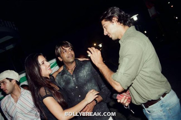 Katrina Kaif looking Chubby with Dino Morea and Rocky S - (2) - Katrina Kaif Unseen Private Party Pics from 2004