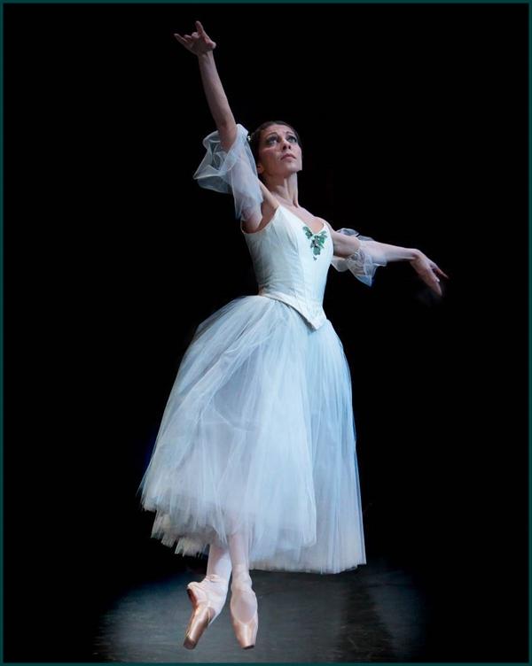 Suzanna Kaic. Bailarina
