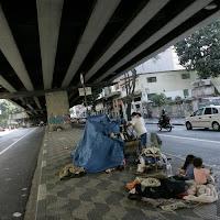 moradores de rua sob o Minhocão (Elevado Costa e Silva)