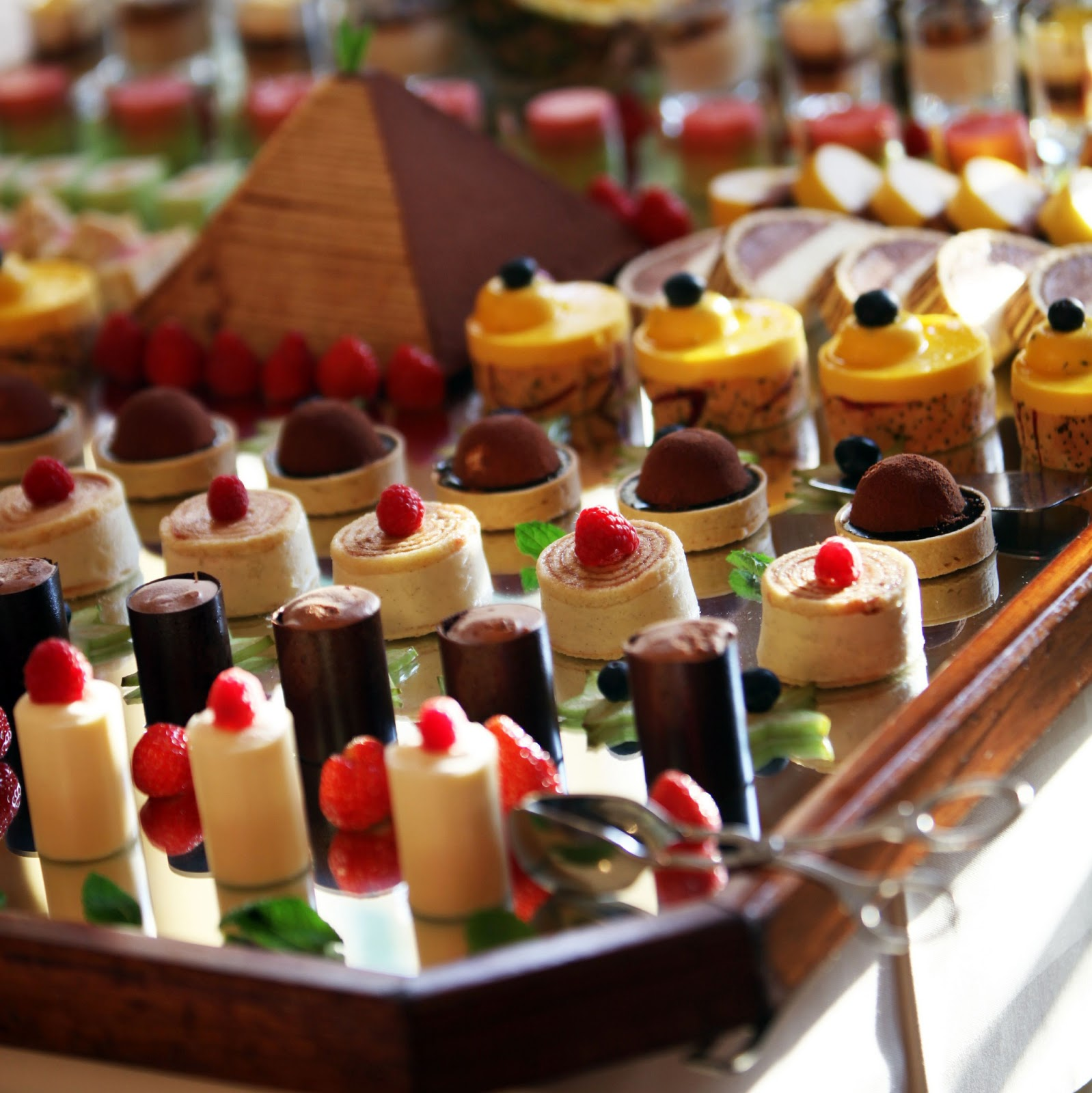 High tea 10 15 chinese buffet catering singapore for Canape catering singapore