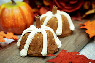 pumpkin-mini-bundt-cake