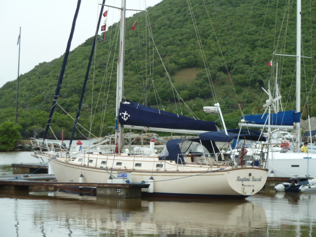 The 42 footer, Island Packet, has been a very popular cruisers choice and ...