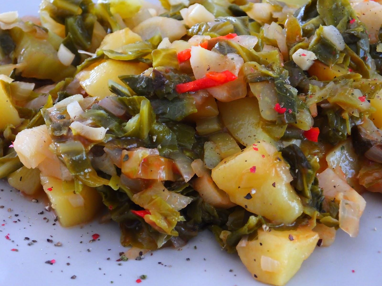 Potrawka z ziemniakami i młodą kapustą